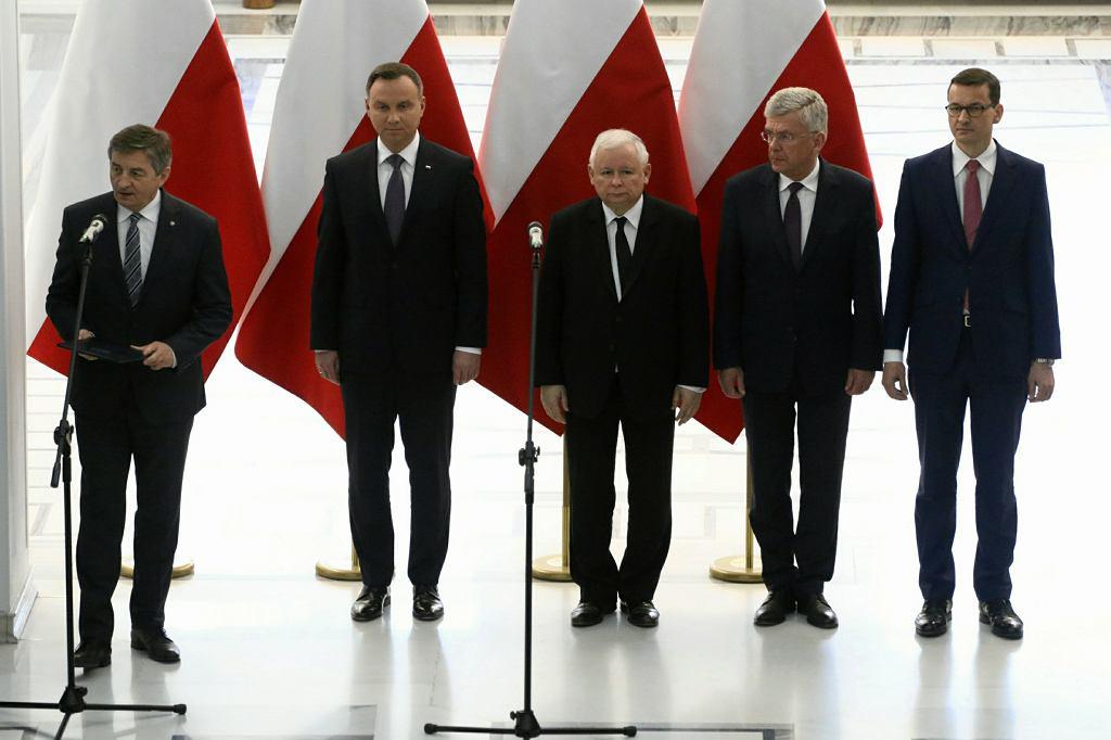 09.04.2018. Marszałek Sejmu Marek Kuchciński , prezydent Andrzej Duda , prezes Jarosław Kaczyński , marszałek Senatu Stanisław Karczewski i premier Mateusz Morawiecki