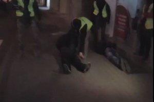 Próbowali podpalić kancelarię we Wrzeszczu. Policja użyła broni palnej
