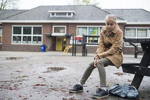 Szkoła wprowadziła karę za spóźnianie się przy odbieraniu dzieci. Kwota niewielka, ale rodziców zezłościła