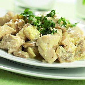 Duszona pierś kurczaka z porami i pieczarkami - szybkie danie obiadowe