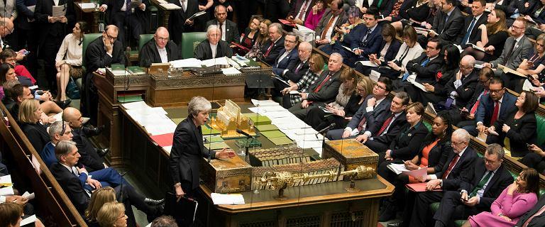 Brexit. Plotki, groźby i spotkanie rządu.