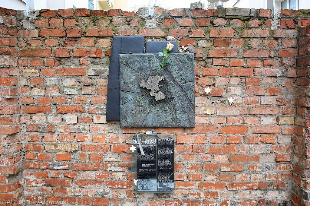 Media: Na terenie warszawskiego getta odnaleziono ukryty bunkier, a następnie wywieziono zabytki. Zawiadomiono policję (zdjęcie ilustracyjne)