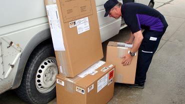 Przesyłka kurierska (zdjęcie ilustracyjne)