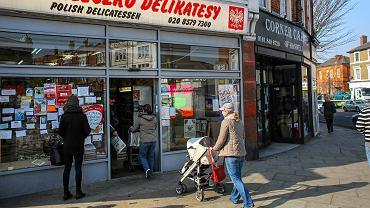 Polski sklep ' Mleczko ' w tzw. 'polskiej dzielnicy' Ealing Broadway w Londynie. 12 marca 2014