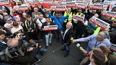 Protest taksówkarzy przeciw Uberowi i nielegalnym przewozom. Warszawa, 8 kwietnia 2019