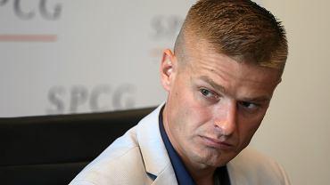 Tomasz Komenda niesłusznie skazany na 25 lat pozbawienia wolności za morderstwo, którego nie popełnił. Uznany za niewinnego po 18 latach opuścił zakład karny. Na zdjęciu: podczas konferencji prasowej, Warszawa, 10 września 2018