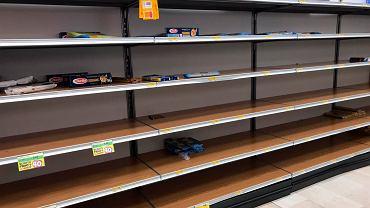 Pustki w supermarkecie w Rozzano w pobliżu Mediolanu, 23 lutego 2020 r.