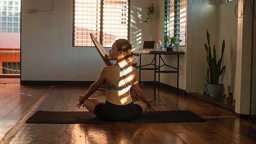 domowa joga pozwoli na chwilę relaksu