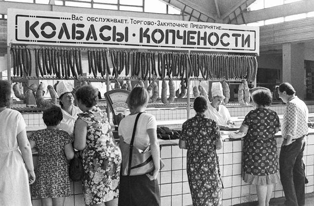 Sprzedaż kiełbasy w ZSRR