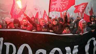 Prawicowcy idą przez stolicę - 'Marsz Niepodległości', Warszawa, 11 listopada 2016
