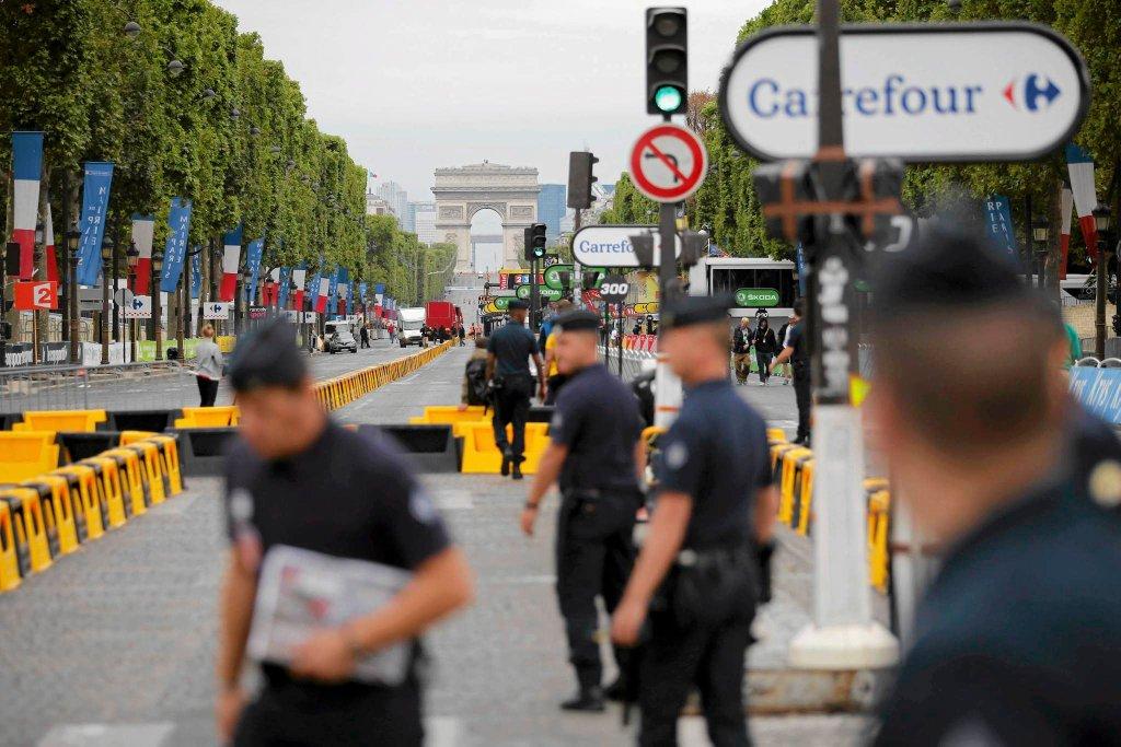 Francuska policja po incydencie na Place de la Concorde