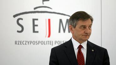 Marszałek Sejmu Marek Kuchciński na co dzień jeździ służbową limuzyną. Oprócz tego bierze publiczne pieniądze na taksówki i paliwo