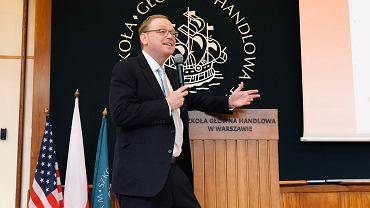Kevin Hassett podczas wystąpienia w SGH