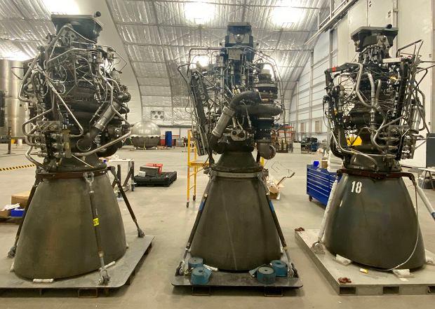 Trzy silniki Raptor w Boca Chica. Miały zostać zamontowane na już nieistniejącym Starship SN3
