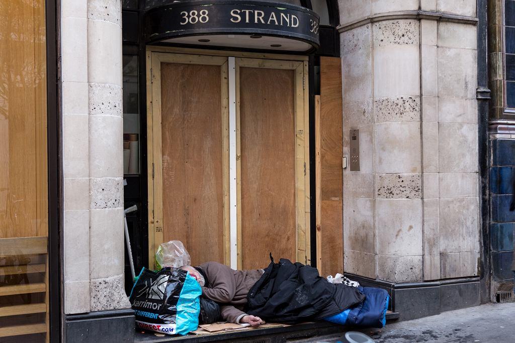 Bezdomny w centrum Londynu