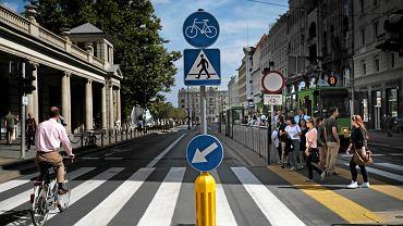ZDM przy okazji wprowadzania strefy tempo 30 zamienia znaki drogowe na mniejsze ze względów estetycznych