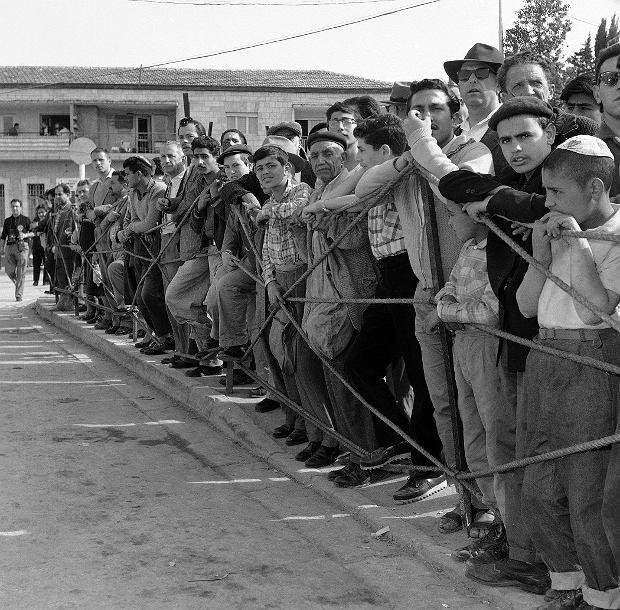 Proces Eichmanna wzbudzał w Izraelu ogromne emocje. Codziennie przed gmachem sądu w Jerozolimie zbierał się tłum