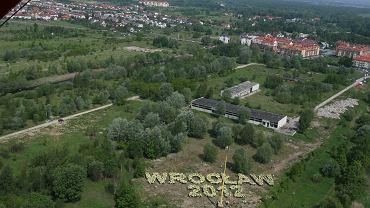 Kiedyś Maślice miały charakter wiejski. Teraz w tym miejscu stoi nowoczesny Stadion Miejski, na którym odbywały się mecze Euro 2012.