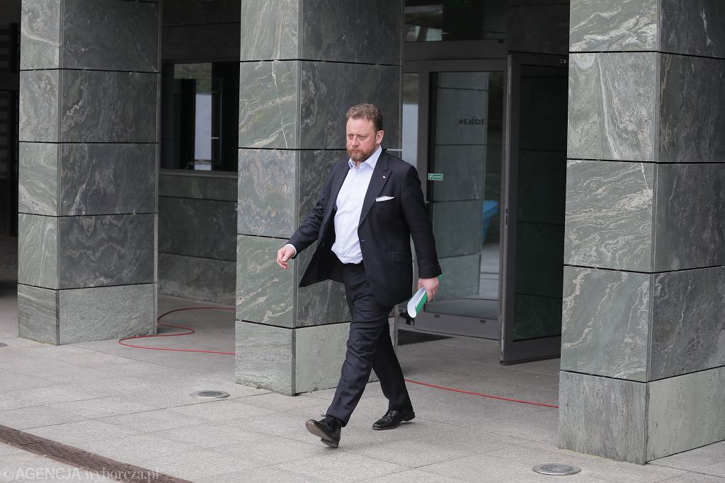 Łukasz Szumowski przed posiedzeniem Rządowego Zespołu Zarządzania Kryzysowego (zdjęcie ilustracyjne)