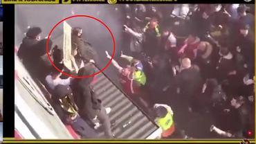 Kibic Arsenalu złamał sobie nogę podczas demonstracji