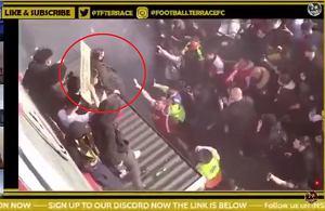 Wściekli kibice powiesili kukle właściciela klubu. Nagle jeden z nich spadł