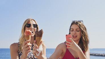 Coraz częściej słyszy się o influencerach, którzy oferują post w mediach społecznościowych w zamian za darmowe jedzenie lub napoje