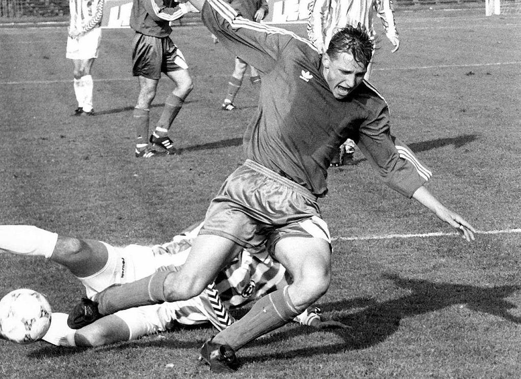 Krzysztof Piskuła podczas meczu Warta Poznań - Lech Poznań jesienią 1994 r.