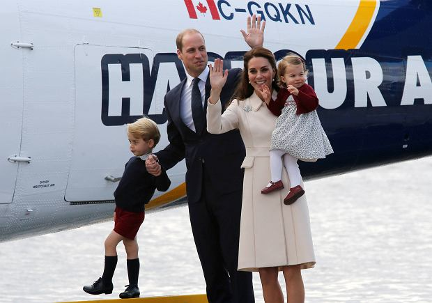 Britain's Prince William, Catherine, Duchess of Cambridge, Prince George and Princess Charlotte board a floatplane for their official departure from Canada in Victoria, British Columbia, Canada, October 1, 2016. REUTERS/Chris Wattie