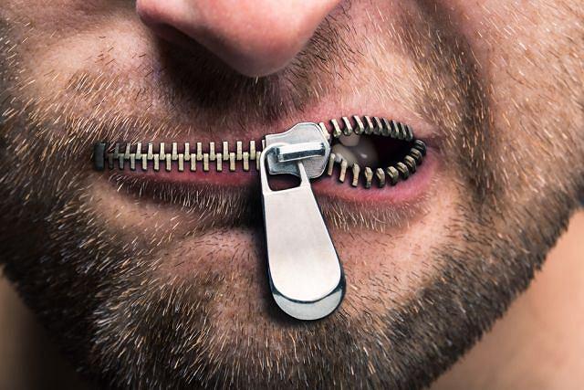 Utrata zdolności mówienia może być objawem udaru lub niedotlenienia