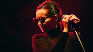 Kora podczas koncertu zespołu Maanam w klubie Dekadent w Warszawie w 1996 roku