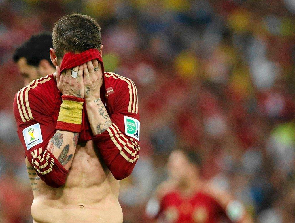 Sergio Ramos zasłania twarz