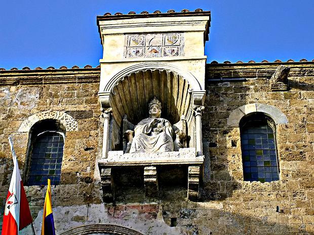 Pałac papieski Anagni z rzeźbą papieża Bonifacego VIII