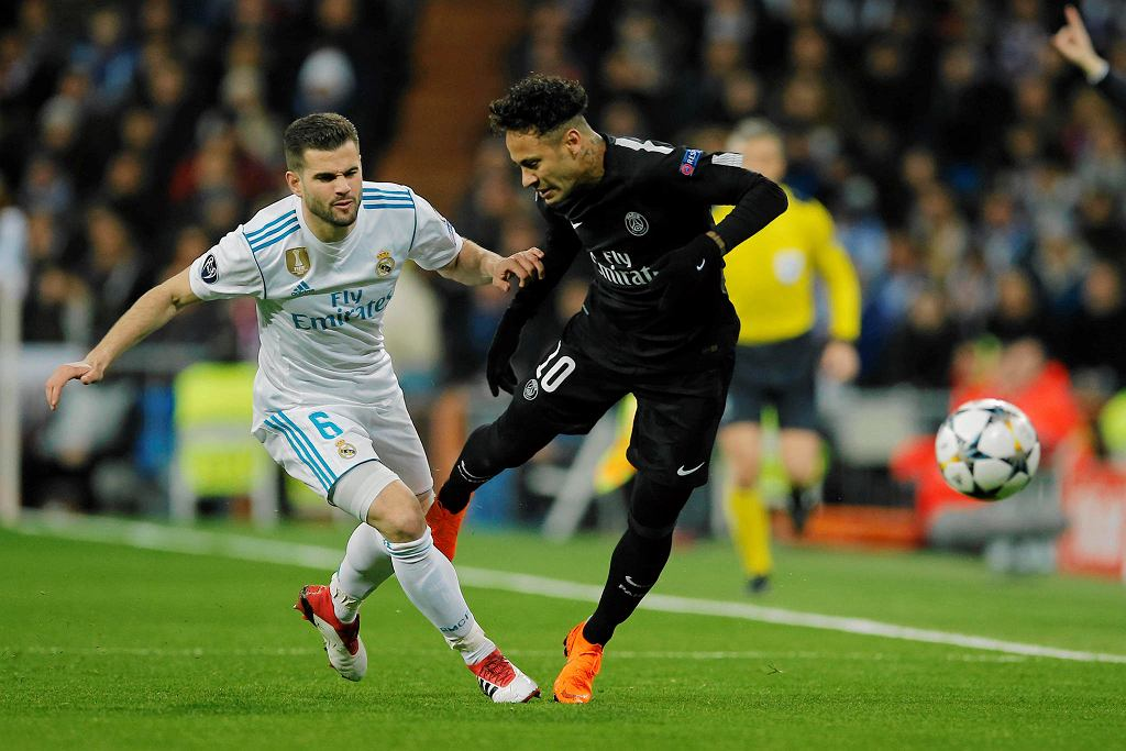 Real Madrid's Nacho is fouled by PSG's Neymar, right,during the Champions League soccer match, round of 16, 1st leg between Real Madrid and Paris Saint Germain at the Santiago Bernabeu stadium in Madrid, Spain, Wednesday, Feb. 14, 2018. (AP Photo/Paul White) SLOWA KLUCZOWE: XCHAMPIONSLEAGUEX