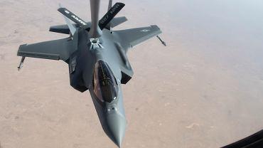 F-35 podczas tankowania w locie