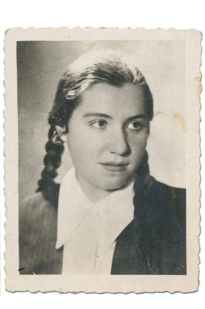 Regina Mizgier w czasach młodości, przed wstąpieniem do zakonu