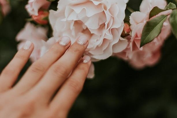 Jesień 2019: Różowe paznokcie, czyli jeden z większych trendów