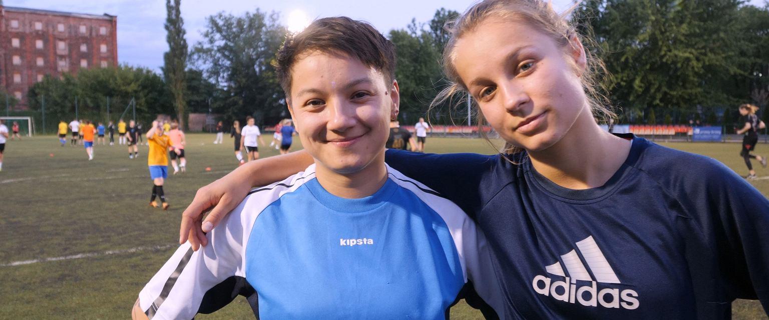 Eliza Górska-Tran i Karolina Górska-Tran, piłkarki AKS Zły (Fot. Gazeta.pl)
