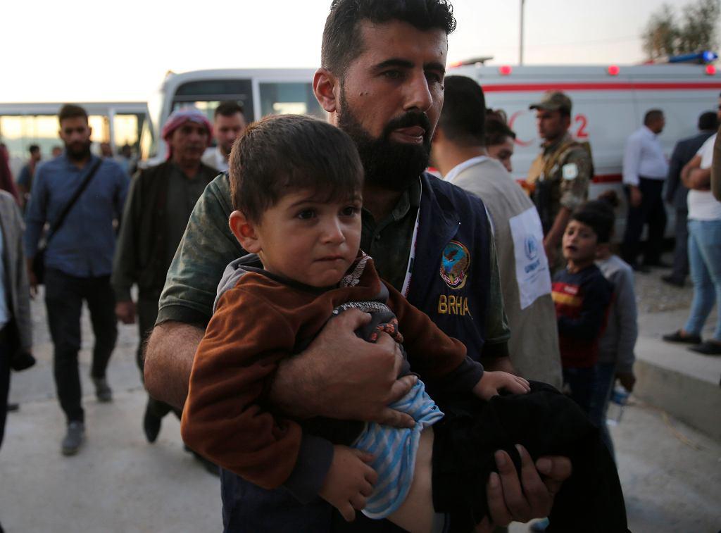 Turecka inwazja wywołała falę uchodźców. Tutaj na granicy z Irakiem