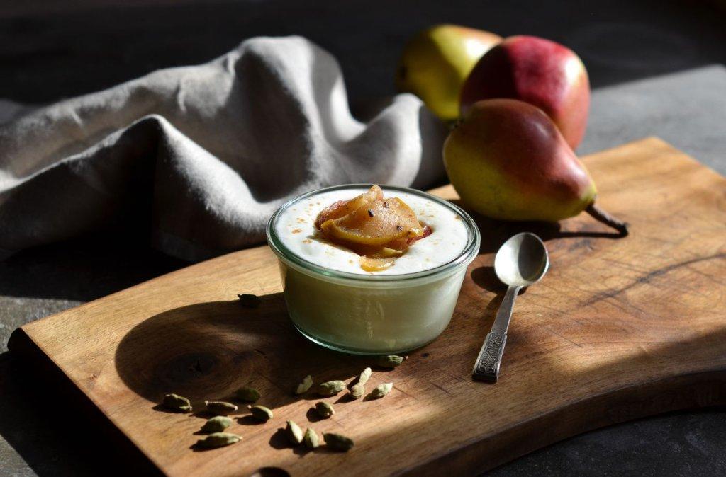 Jogurt naturalny Mleczna Droga z karmelizowanymi jabłkami i gruszkami, fot. Julita Strzałkowska