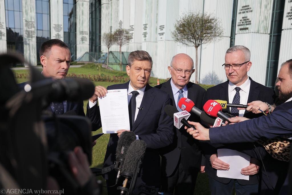 Konferencja polityków KO przed Sądem Najwyższym