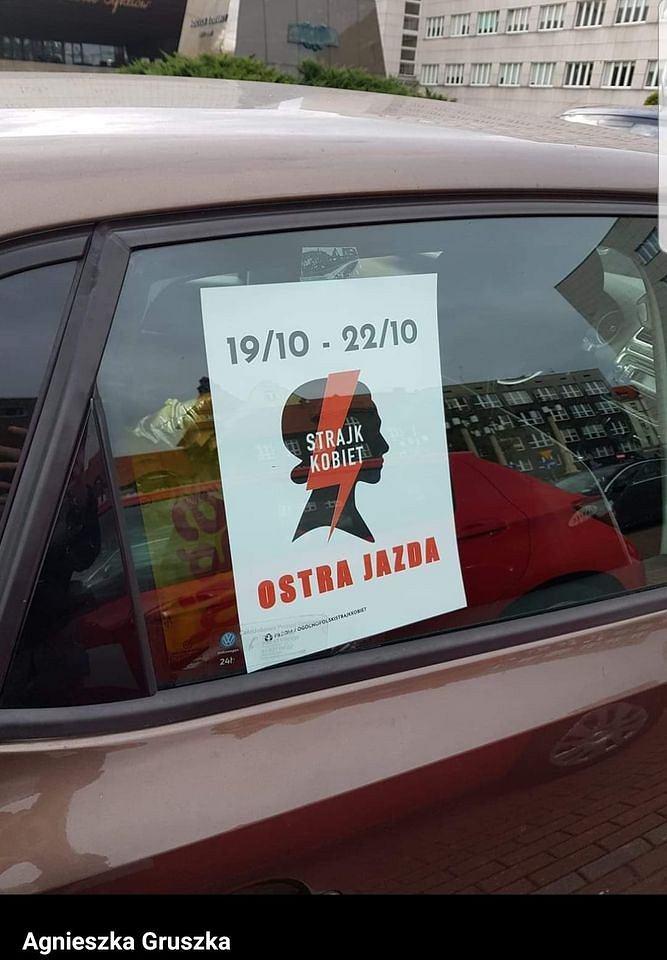 Plakat Ogólnopolskiego Strajku Kobiet.