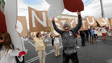 04.06.2016 Warszawa, pl. Bankowy. Marsz organizowany z okazji 27 rocznicy pierwszych częściowo wolnych wyborów 4 czerwca 1989 r.