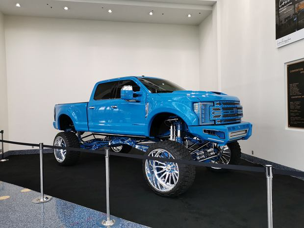 Salon Los Angeles 2019. Amerykańskie SUV-y, pickupy i muscle cary
