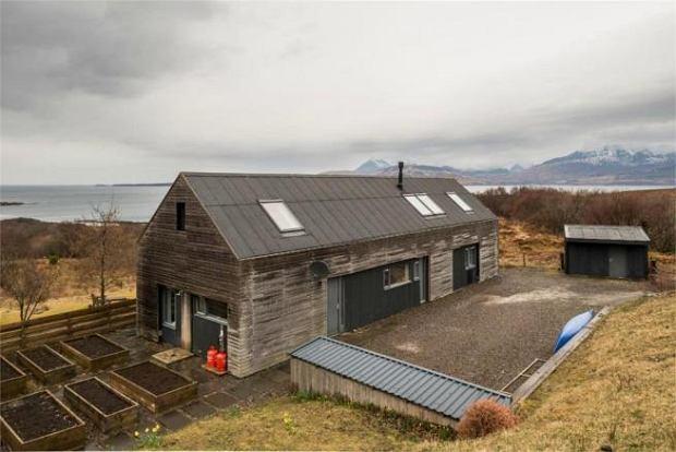 Nowoczesny dom w otoczeniu natury na końcu świata - kup dom na wyspie Skye