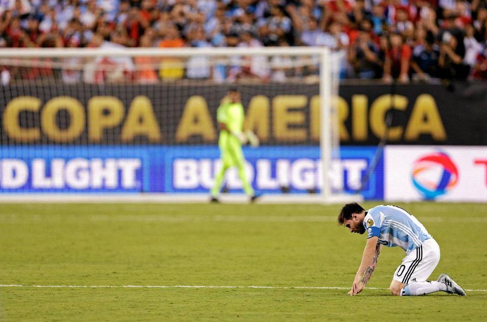 Zdjęcie numer 0 w galerii - Copa America 2016. Leo Messi w rozpaczy po porażce w finale [ZDJĘCIA]