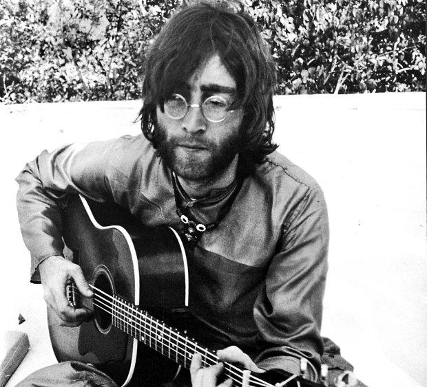 John Lennon w 1968 r.