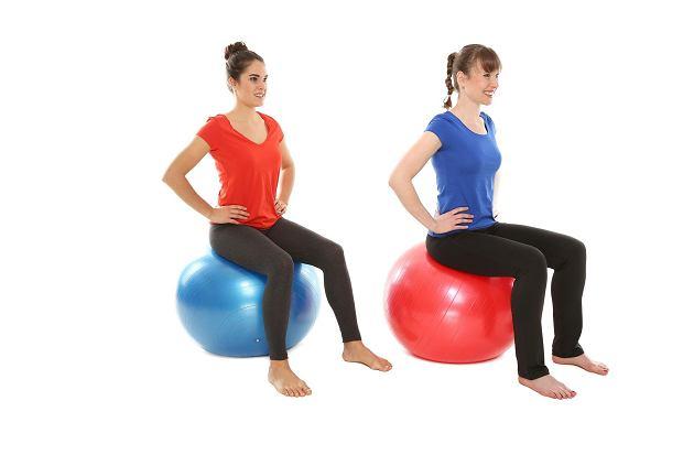 Jak ćwiczyć z piłką gimnastyczną 65cm? Dla kogo piłka gimnastyczna 65 cm?