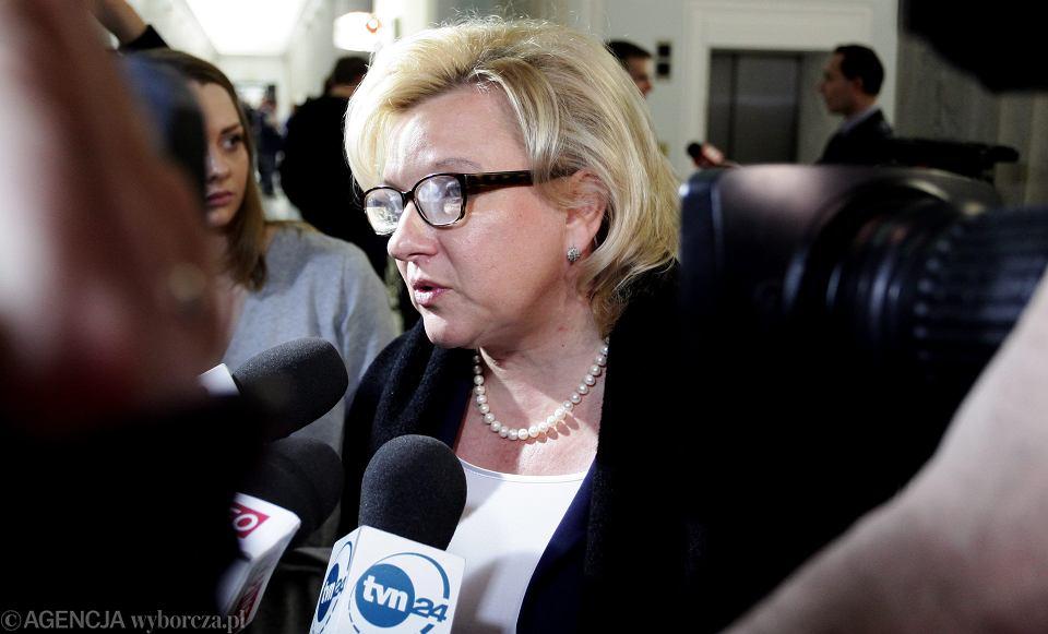 Beata Kempa opowiada w Radiu ZET, że rząd się nie opóźnia z publikacją wyroku, i powołuje się na ustawę o publikacji aktów normatywnych. Otóż, Pani Minister, nie ma tam takiego przepisu!