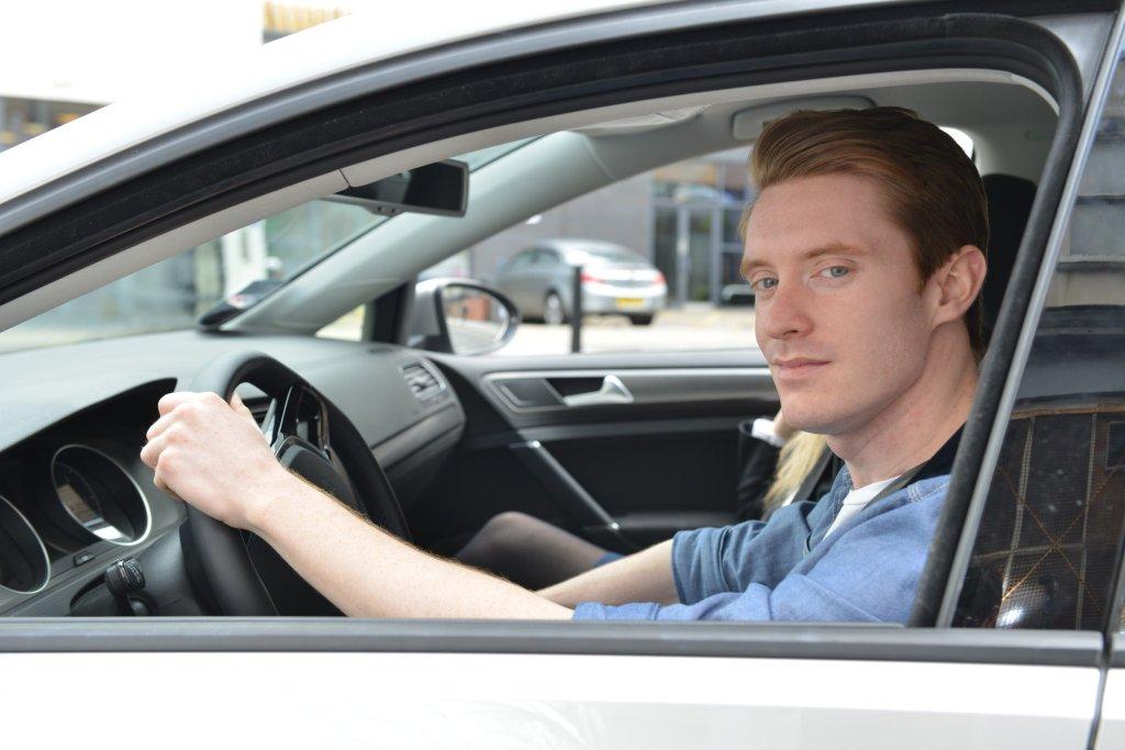 Kierowcy w wieku lat 30-59 zdecydowanie zyskują na bezpieczeństwie