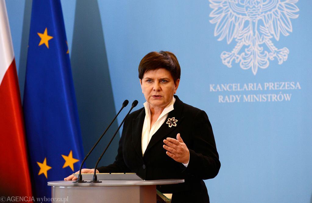 Ogólnopolski strajk nauczycieli - konferencja wicepremier Beaty Szydło
